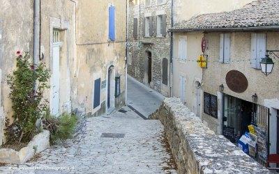 Straatje in Ménerbes, Provence, Frankrijk, 6-7-2016