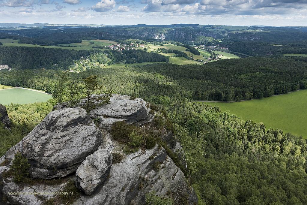Uitzicht vanaf Lilienstein richting Bastei massief, Sächsische Schweiz, Duitsland, 7-6-2017