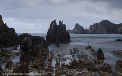 Alsof prehistorische monsters uit het water oprijzen bij Playa Gueirua