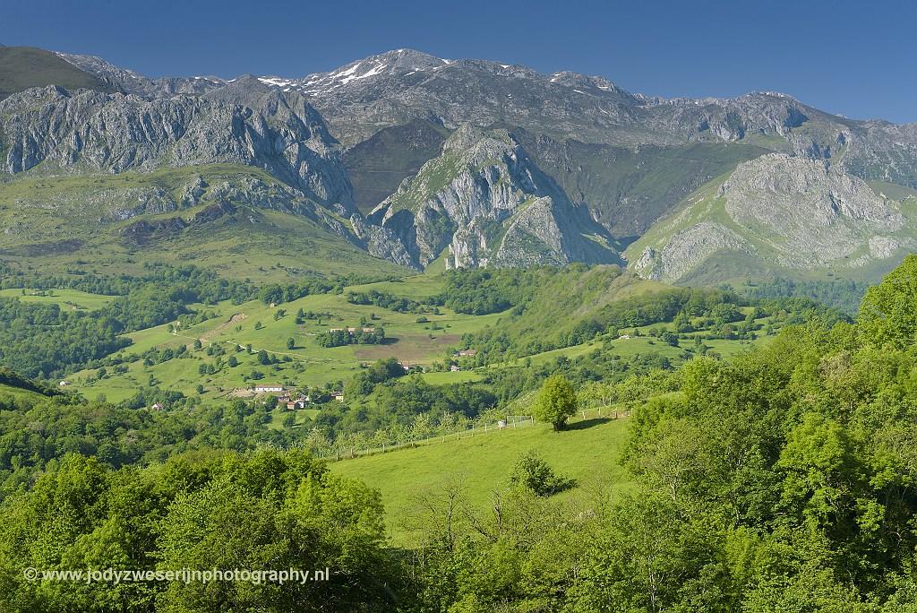 Uitzicht op de Picos ergens langs de AS-114, Picos de Europa, Spanje, 22-5-2018