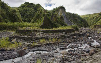 Overblijfselen van een rivierbedding na de uitbarsting van vulkaan Pinatubo, Luzon, Filipijnen, 13-11-2017