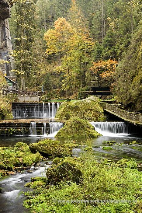 Stuwdam en kanostation, Edmundsklamm, Hrensko, Tsjechië, 23-11-2018