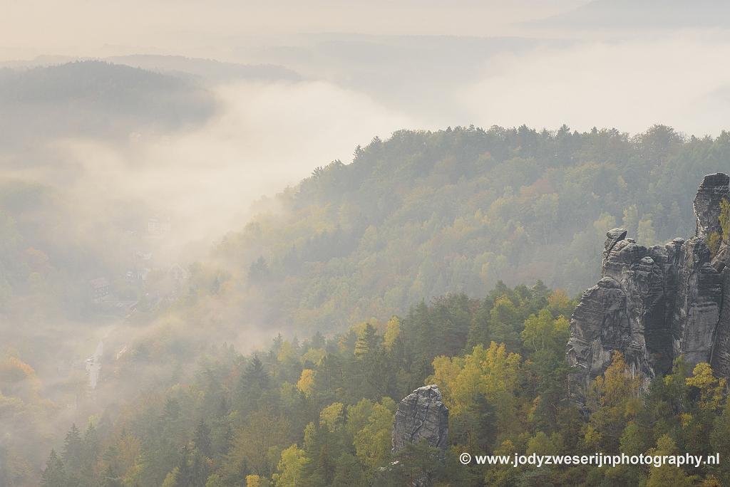 Blik op Kuhrort Rathen, Basteigebied, Sächsische Schweiz, Duitsland, 18-10-2018