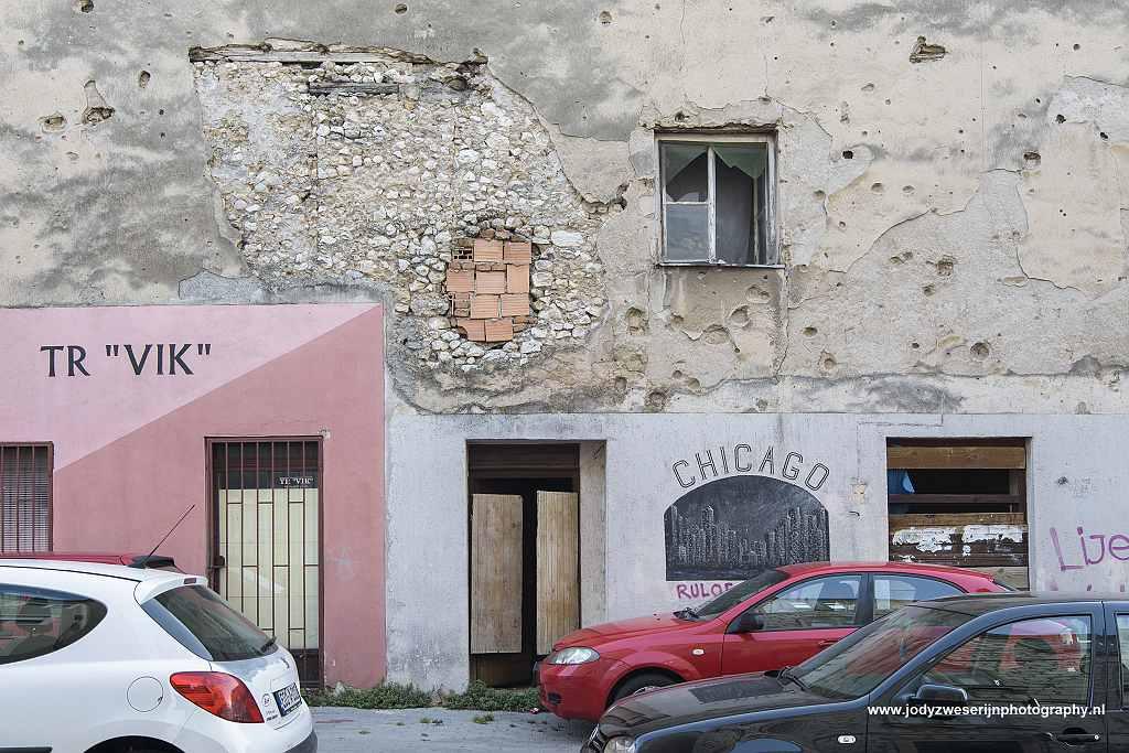 Kapot geschoten huizen, Mostar, Bosnië en Herzegovina, 16-9-2019