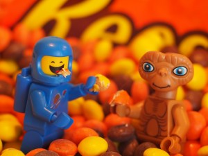lego et and benny eat reeses pieces