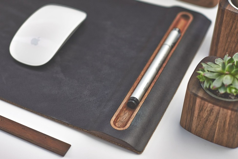 grovemade-walnut-desk-collection-mouse-pad-galb-A1_1200x1200_90