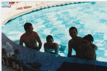 vina-del-swim-up-bar