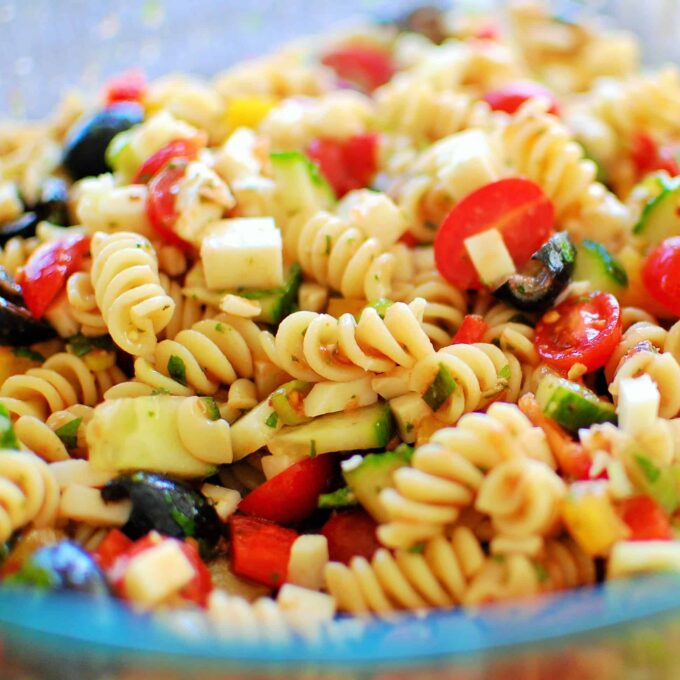 Cold Pasta Salad. A great tasting salad recipe using fresh ingredients. | joeshealthymeals.com