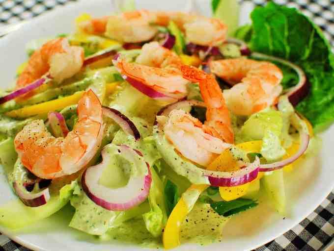 Green Goddess Salad with Poached Shrimp. Tasty salad with sweet poached shrimp. | joeshealthymeals.com