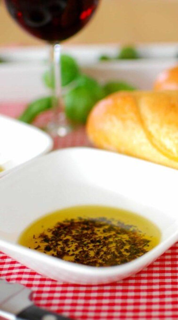 Bread dipping seasonings as used in restaurants. | joeshealthymeals.com