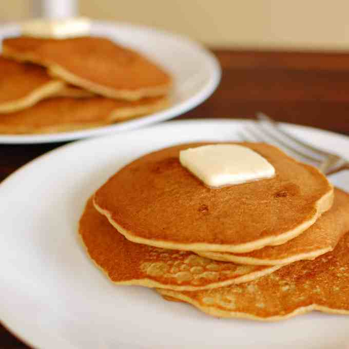 Whole grain pancake recipe. Delicious pancakes for your breakfast. | joeshealthymeals.com