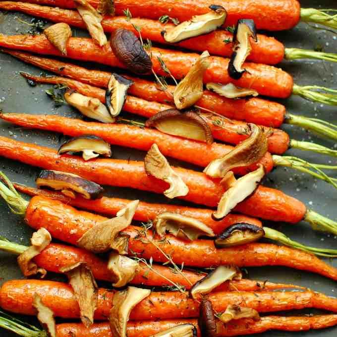 roasted carrots savory mushrooms | joeshealthymeals.com