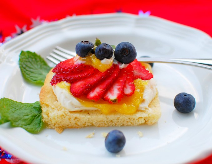 Lemon curd cream cheese dessert.  Simple but deliciously tangy and sweet. | joeshealthymeals.com