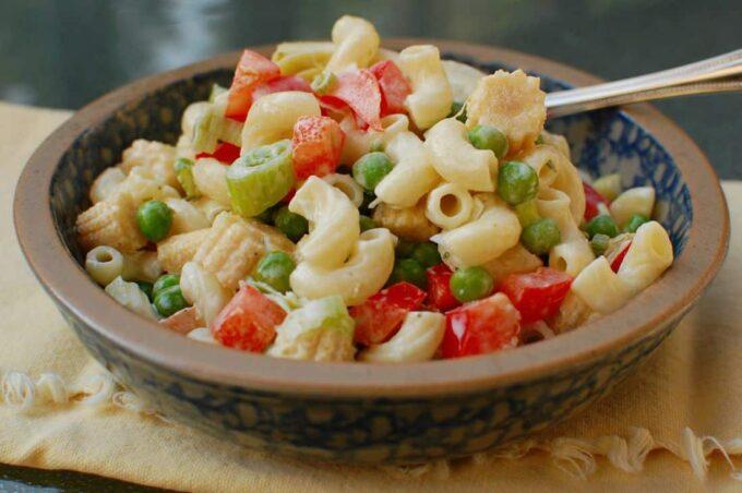 Easy Peasy Pasta Salad | joeshealthymeals.com