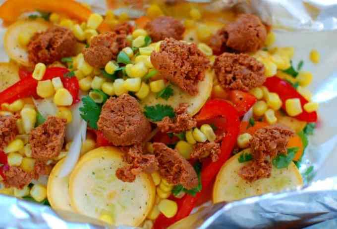 Grilled chorizo and vegetables foil pack. Easy and delicious way to prepare an evening meal. This was cooked perfectly and was so good! | joeshealthymeals.com