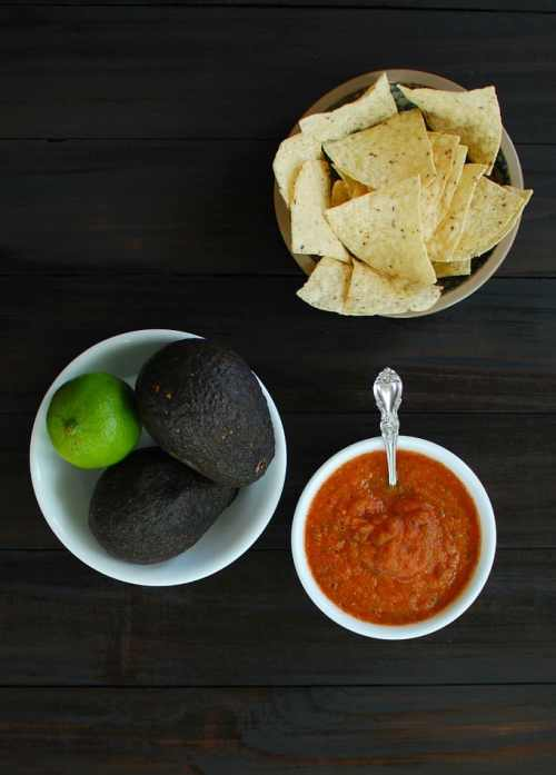 Homemade Spicy Salsa Roja - this is delicious and so easy to make. Try some for your next party! | joeshealthymeals.com