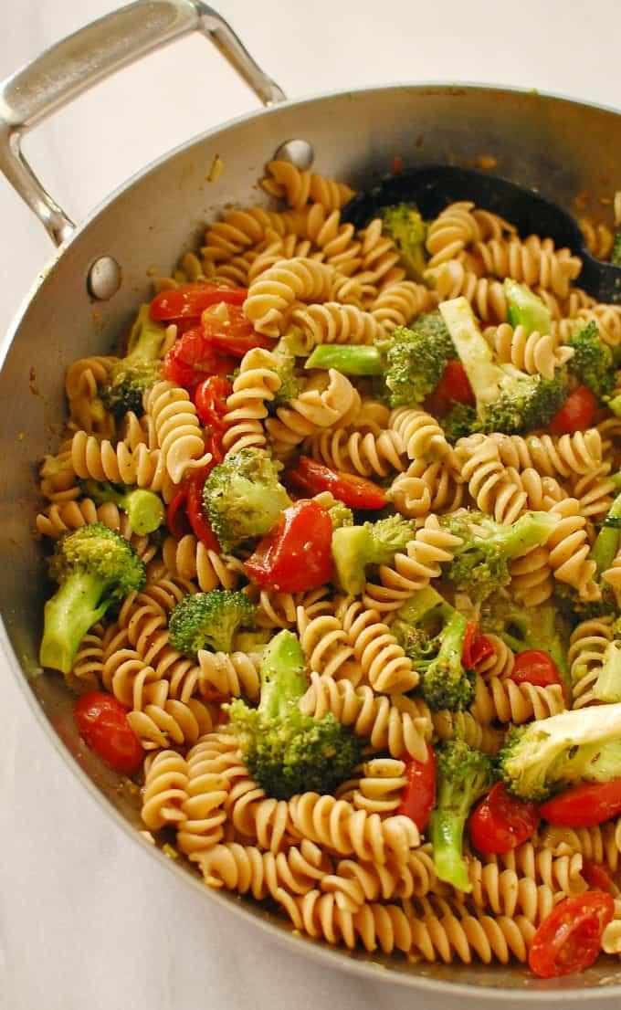 Broccoli pesto pasta. Simple to make...delicious to eat. | joeshealthymeals.com