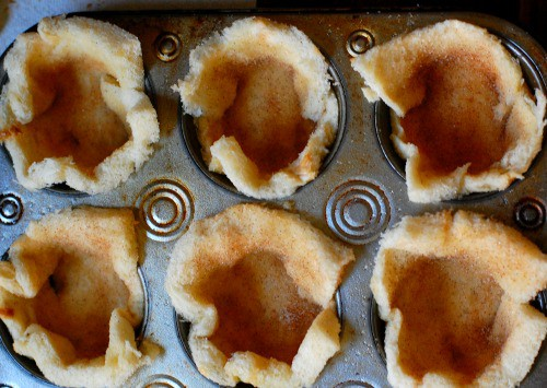 bread in muffin pan. Tasty, simple to make dessert that everyone will love. | joeshealthymeals.com