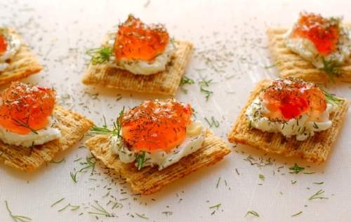 Pepper jelly and cream cheese appetizer. Super easy to make and so delicious to eat. Everyone loves these! | joeshealthymeals.com