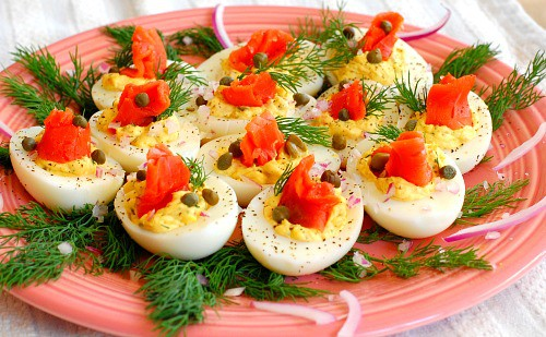 Lox salmon deviled eggs. An appetizer for any time of year, sure to impress your guests. | joeshealthymeals.com
