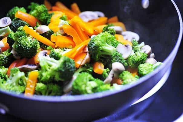 Stir fried pork with rice noodles | joeshealthymeals.com