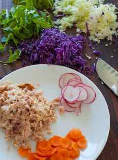 Lunchtime healthy tuna salad. | joeshealthymeals.com