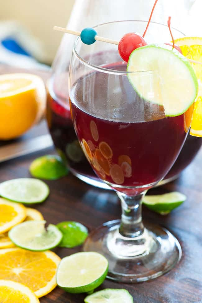 Simple sangria spritzer. Just the most refreshing summer drink there is. | joeshealthymeals.com