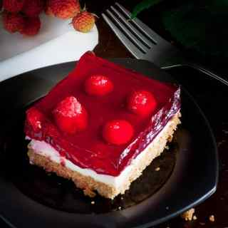 Fresh raspberry cream dessert. This is a sweet treat that's perfect for summertime picnics. | joeshealthymeals.com