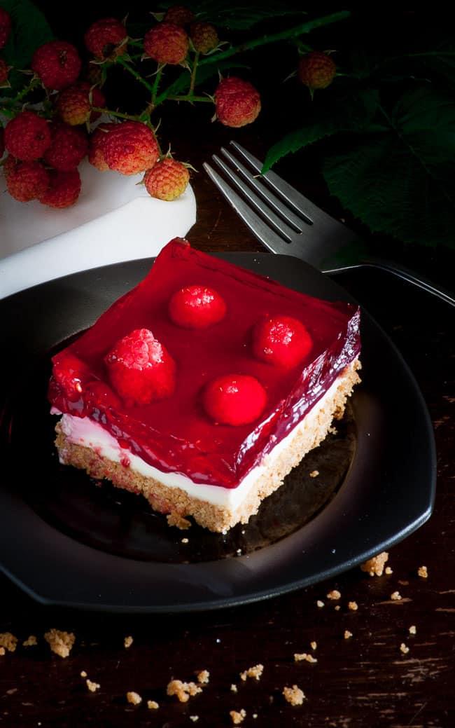 Raspberry cream dessert. Tasty dessert for any summertime picnic. | joeshealthymeals.com