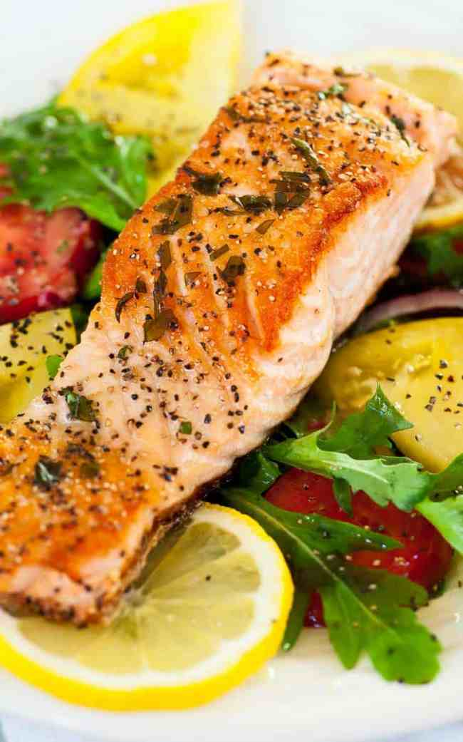 Pan-fried salmon steaks with arugula salad. Delicious easy meal with perfectly pan-fried salmon.   joeshealthymeals.com
