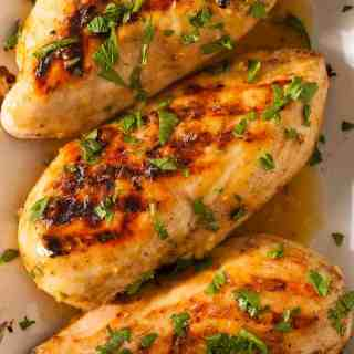 Honey mustard glazed grilled chicken is a tasty way to serve chicken. | joeshealthymeals.com