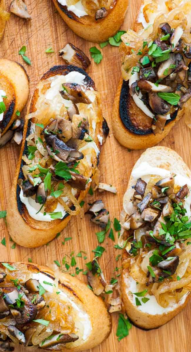 caramelized onion crostini, Caramelized onion crostini with mushrooms. Perfect appetizer for holidays, bowl games, NFL playoffs and the Super Bowl. | joeshealthymeals.com