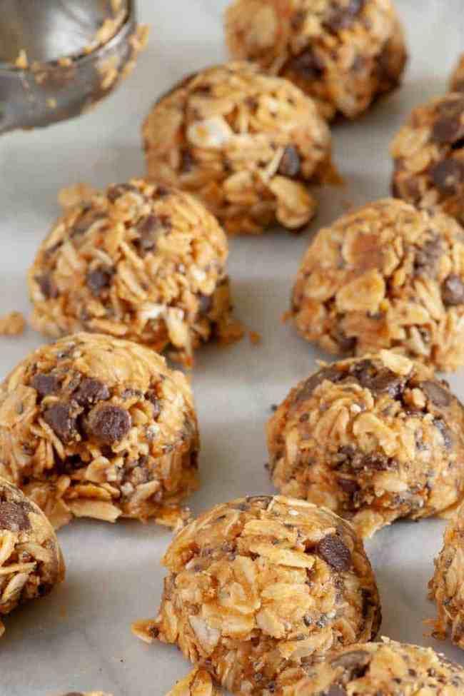 Mini chocolate chip energy bites...a great tasting treat. | joeshealthymeals.com