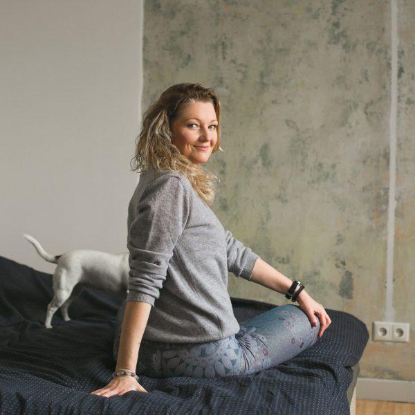 bezmiegam palīdz kustības, ko vari veikt pat gultā