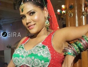 Bhojpuri hot dancing queen sima singh