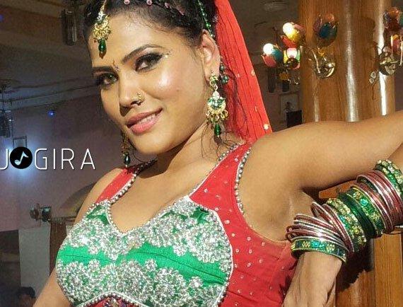 Bhojpuri hot dancing queen sima singh