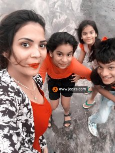 Aanchal soni playing with kids