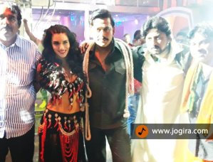 ravi kishan and scarlett