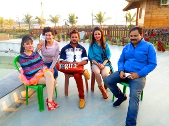 khesari lal yadav still from bhojpuri film jila champaran set