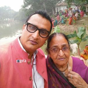 awadhesh mishra with his mother
