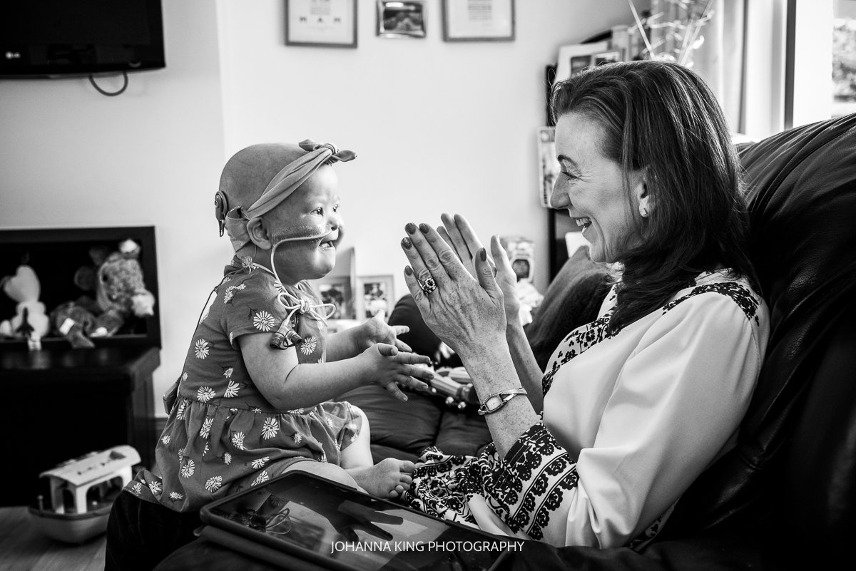 Réiltín and her mother clapping and singing songs