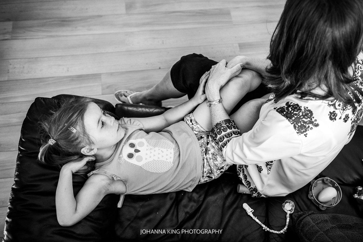 Réiltín's older sister resting on her mother's lap