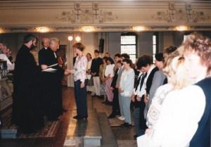 Vokationsgottesdienst in Gera, (v.l.) Schulreferent Ziegner, Oberkirchenrat Große, Lehrerin bei der Übergabe der Vokationsurkunden.