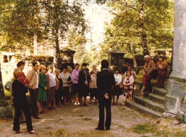 Nach den Gottesdiensten im Sommerhalbjahr wurde durch den Ortspfarrer die Kirche und ihre Geschichte erläutert.