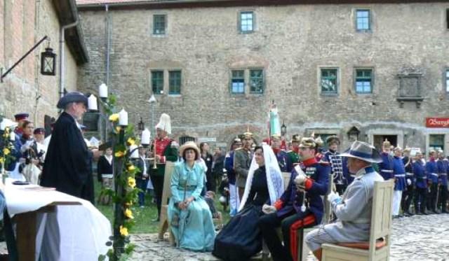 """Trauung anläßlich eines """"Kaisermanövers"""" 2008, Ordensburg Liebstedt."""