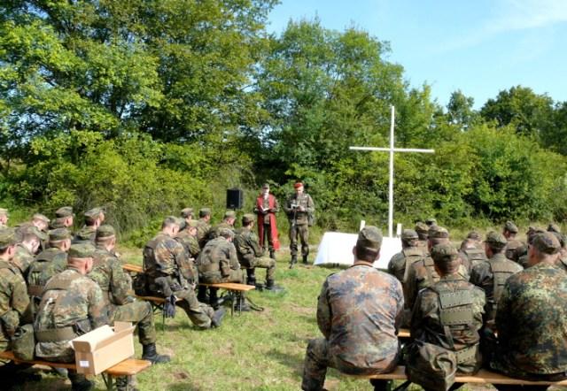 Feldgottesdienst am Sonntag in der Umgebung von Erfurt, 2009.
