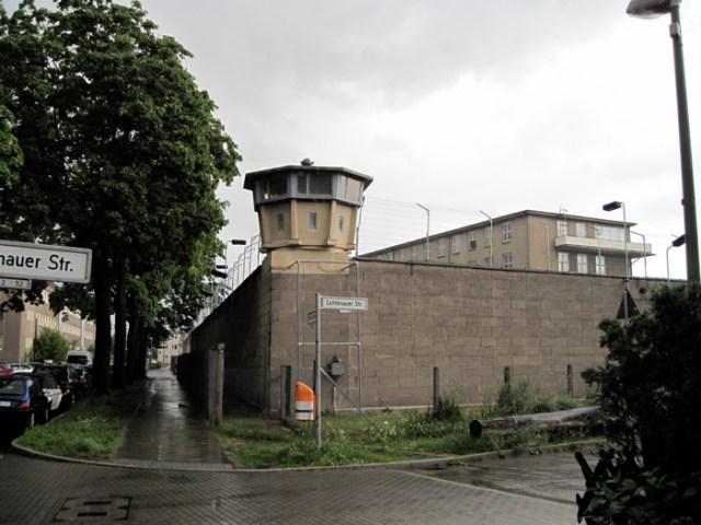 Besuch der Gedenkstätte: Stasigefängnis Hohenschönhausen, Berlin.