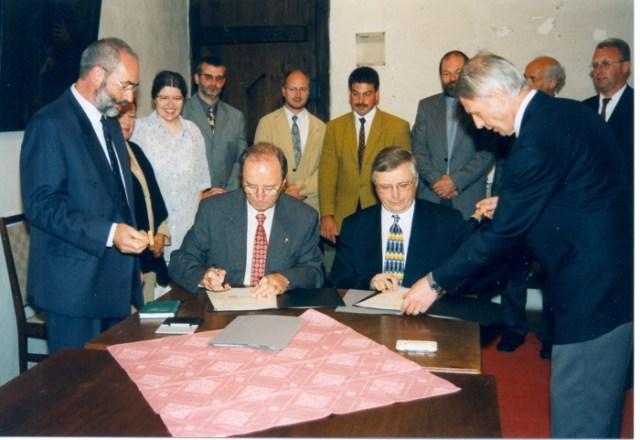 Unterschrift unter Schulwerksordnung 2000, Augustinerkloster Erfurt.