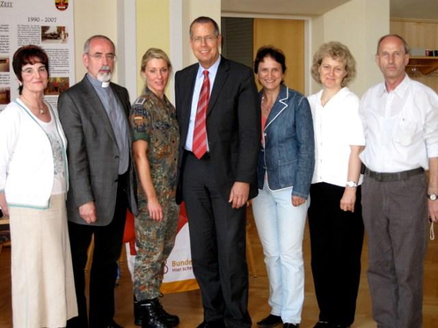 Der Wehrbeauftragte Herr Robbe zu Besuch am Standort Gotha, 2009.