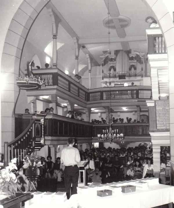 Ortspfarrer Johannes Ziegner bei seinem Vortrag zur Kirchengeschichte der Crocker Kirche am 25.06.1989.